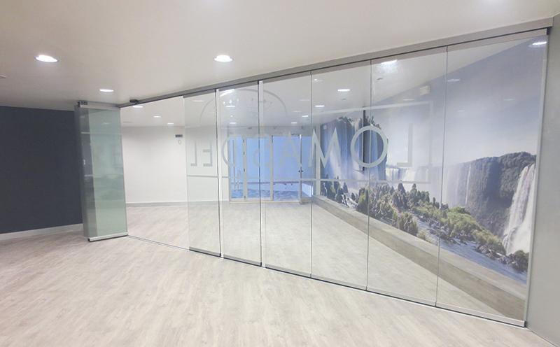 Glass-Dynamics-puertas-deslizantes-muestra-cortina