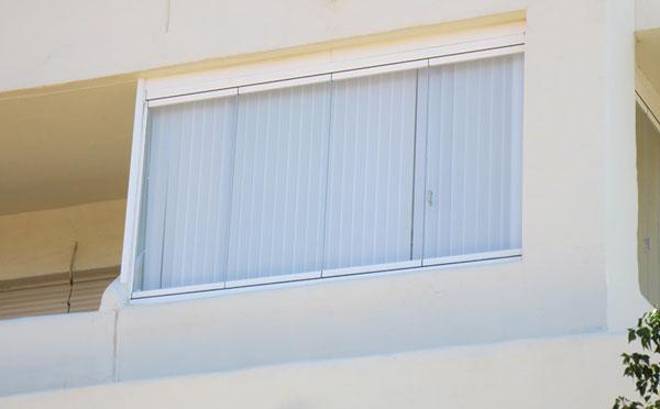 Cortinas verticales ejemplo de privacidad