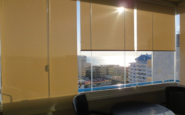 Glass-Dynamics-Cortinas-de-cristal-estor-enrollable-malaga-2