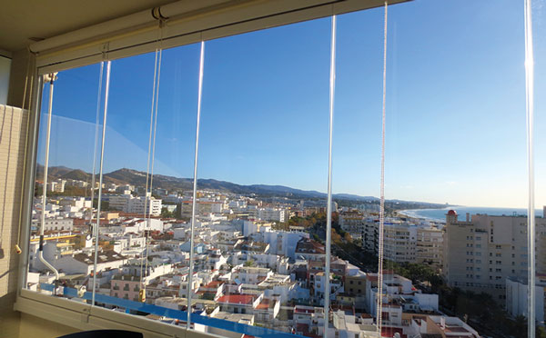 Glass-Dynamics-Cortinas-de-cristal-estor-enrollable-malaga-3