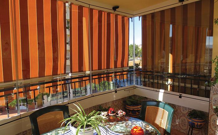 Cortinas venecianas para cerramientos de cristal for Accesorios para toldos de balcon
