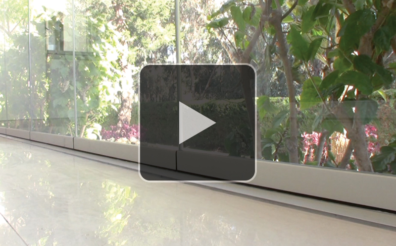 Glass-Dynamics-cerarmiento-de-terrazas-puertas-deslizantes-perfil-embutido-video